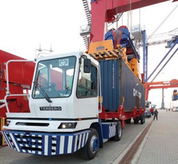 Yard tractor (container terminal)